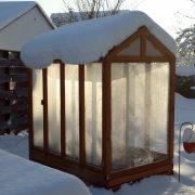 Tomatenhaus im Winter mit Schnee