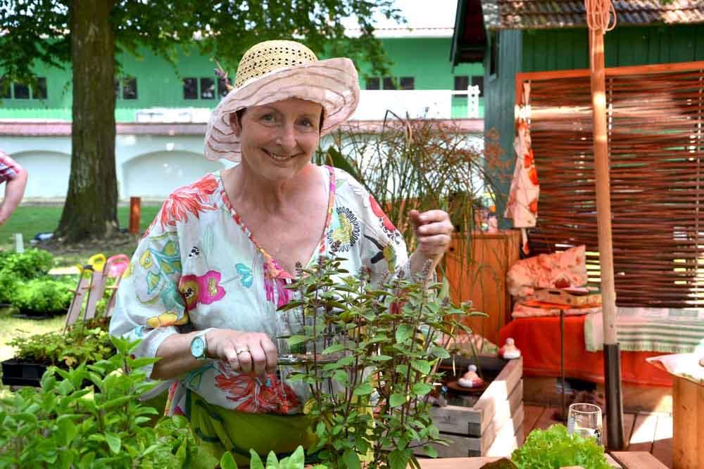 Arbeiten im Mai - Hochbeet bepflanzen