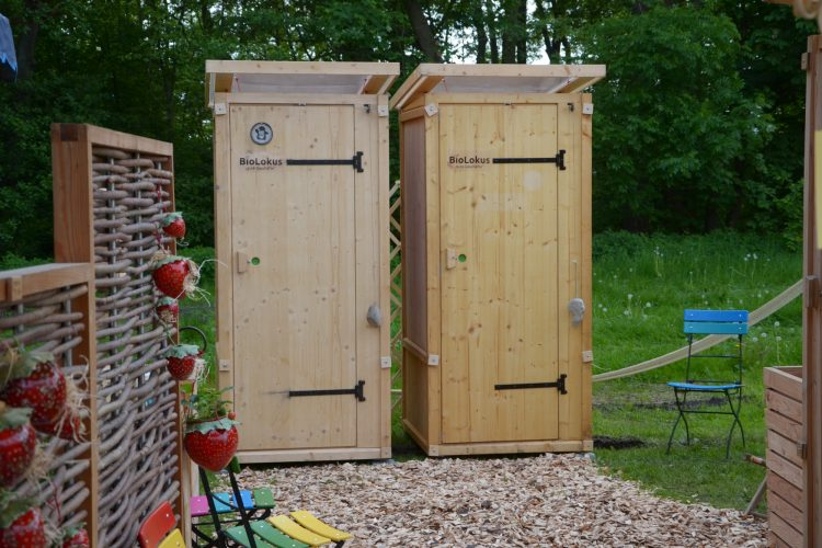 Komposttoilette aus Fichtenholz