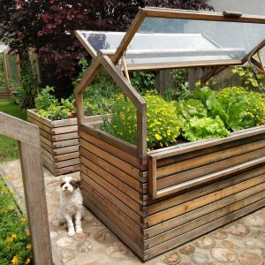 Hochbeet mit Aufsatz im Garten