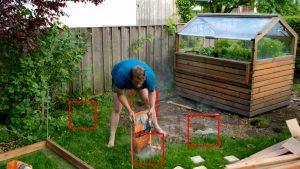 Punktfundament für Hochbeet mit Beton füllen